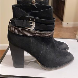 Black suede Nine West 6.5 bootie